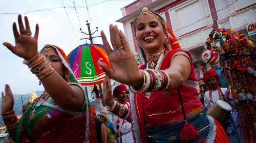 Tarian keliling jalan menyambut festival Pushkar