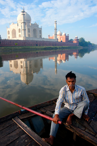 Menyusuri sungai Taj Mahal