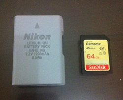 Battery Nikon DF dibandingkan dengan SD Card