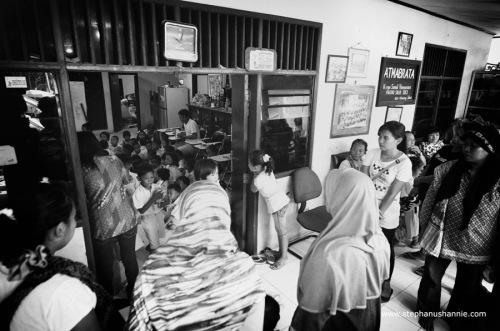Suasana di rumah karya Atmabrata