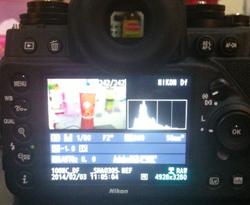 LCD yang lebar dan warna terkalibrasi dengan baik