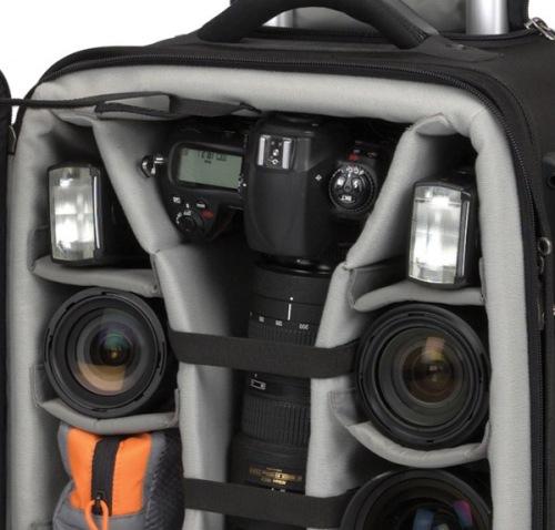 Camera kelas pro atau dengan vertical grip mudah tersimpan dengan posisi berdiri.