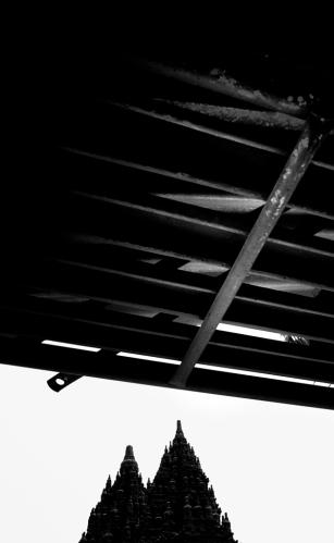 Di bawah atap gubuk